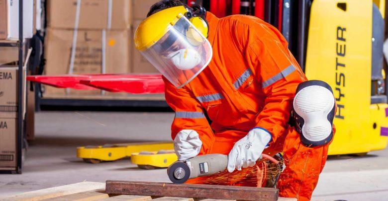 Arbeitskleidung in Übergrösse - Starke Jungs sprengen oft normale Konfektionsgrössen