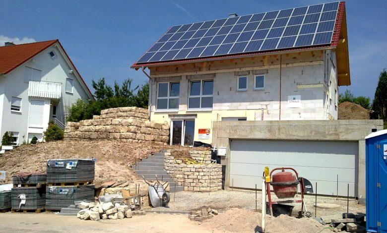 Beim Neubau kann eine Erdwärmepumpe gleich mit installiert werden. Auch bei Heizungssanierungen in Bestandsimmobilien sind sie eine gute und energieeffiziente Wahl.