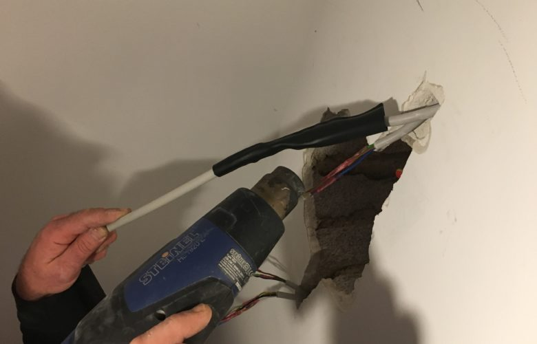 Kabelmit Schrumpfschlauch reparieren