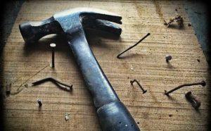 Latthammer - Nägel einschlagen oder Nägel ziehen