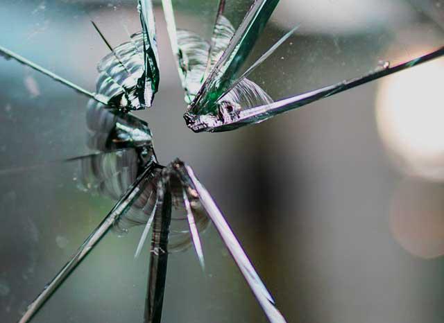 Bohrer für Glas - Glas niemals mit einem normalen Bohrer anrühren!
