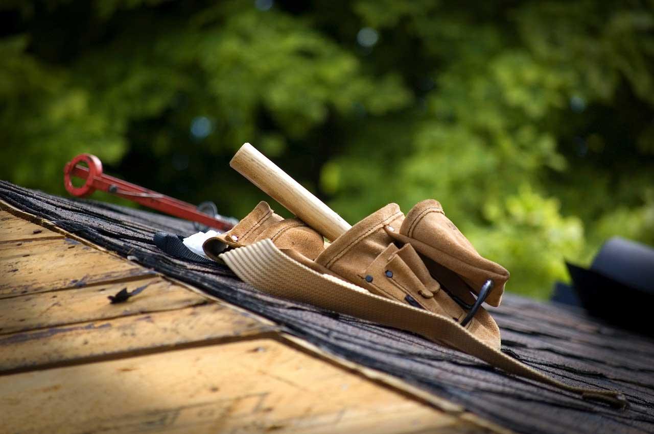 Dachpappe verlegen – Anleitung – nageln oder kleben?