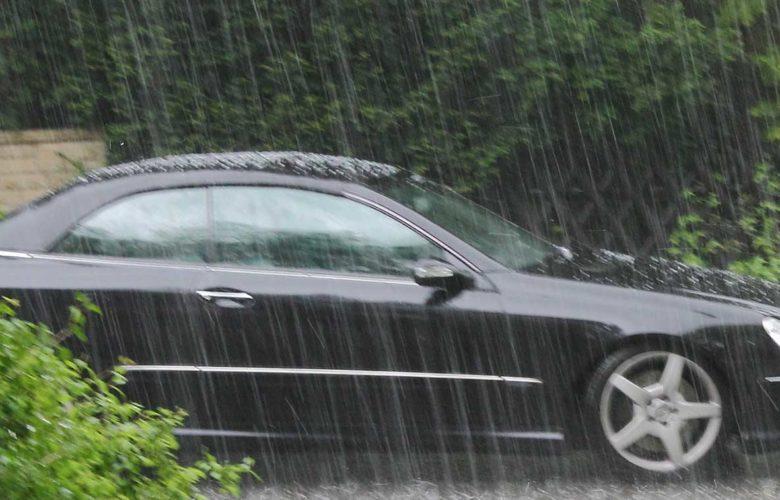 Feuchtigkeit im Auto beseitigen mit verschiedene Hausmitteln.