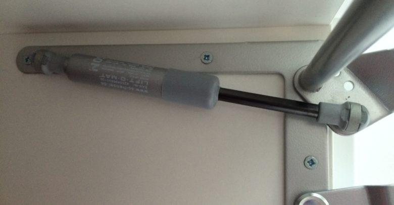 Bild von Gasdruckdämpfer für Klappen in der Küche