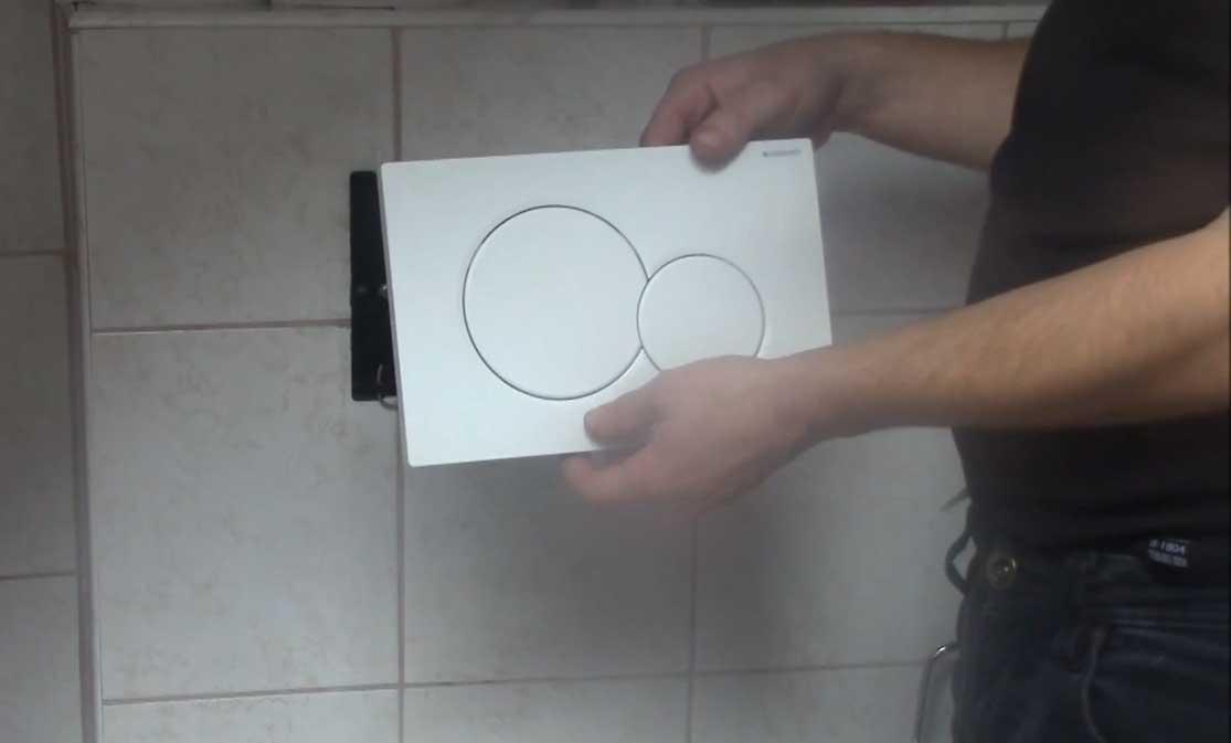 WC-Spülung Betätigungsplatte öffnen