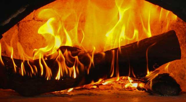 Holzspalter statt Holzaxt - perfekte Ofengröße