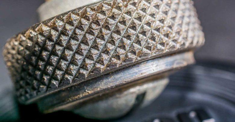 Bild von Rändelschraube – Vorteile und Nachteile von Edelstahl, Messing oder Kunststoff