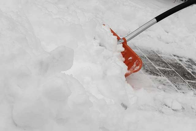 Nicht nur das Haus selbst, sondern der gesamte Außenbereich sollte in die Vorbereitungen auf den Winter einbezogen werden.