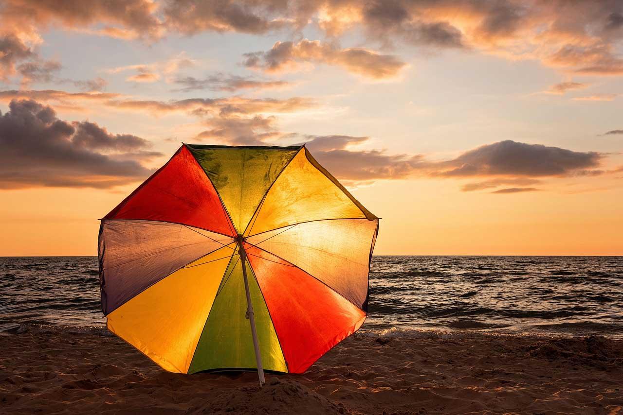 Sonnenschirm Reinigen So Bekommen Sie Schmutzflecken Weg