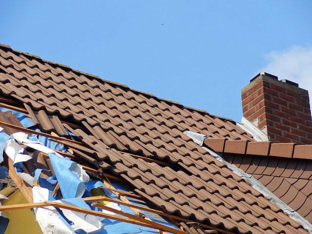 Wer zahlt Sturmschäden am Dach?