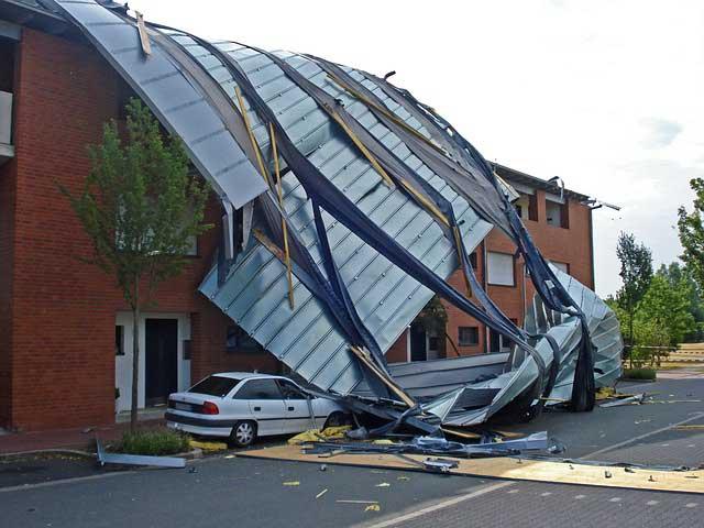 Wenn der Sturm gleich das ganze Dach abgedeckt hat.