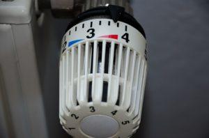 Durch das klassische Lüften geht viel wertvolle Wärmeenergie verloren, was sich auf die Heizkosten niederschlägt.