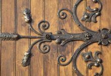 Bild von Torbeschläge – Türbeschläge und Torbänder für Holztore