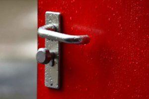 So lässt sich eine verschlossene Tür öffnen.