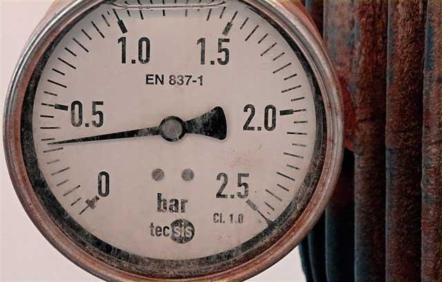 Vorbereitung der Heizanlage für die Heizsaison - Prüfen Sie den Wasserdruck